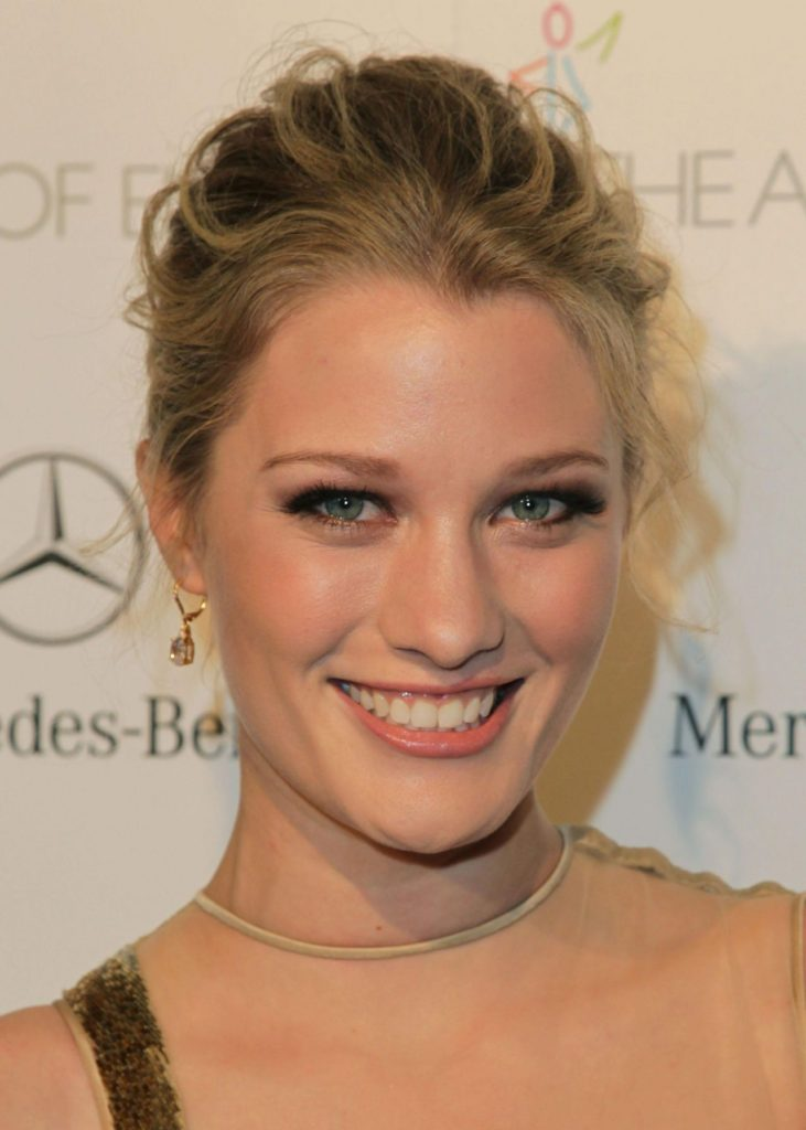 Ashley Hinshaw Pics, Net Worth, Movies, Private Life And TV Shows 3