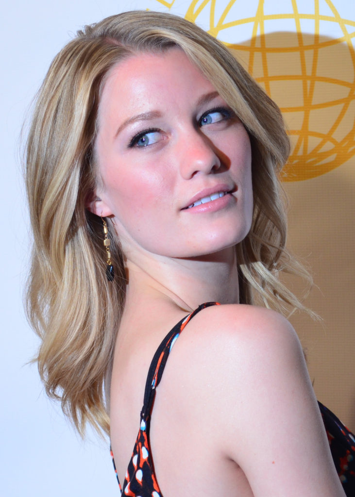 Ashley Hinshaw Pics, Net Worth, Movies, Private Life And TV Shows 10