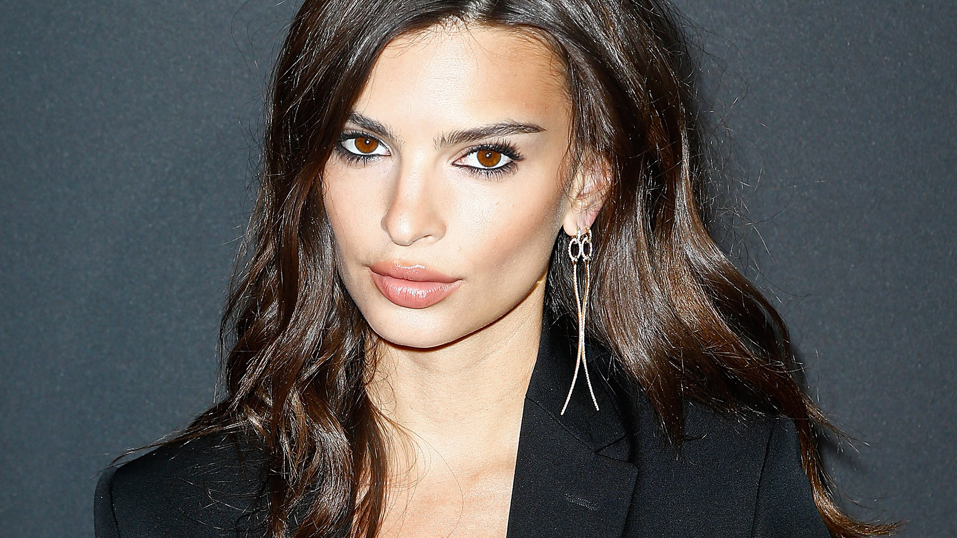 Emily Ratajkowski's Net Worth, Husband, TV Shows, Movies And Career 7