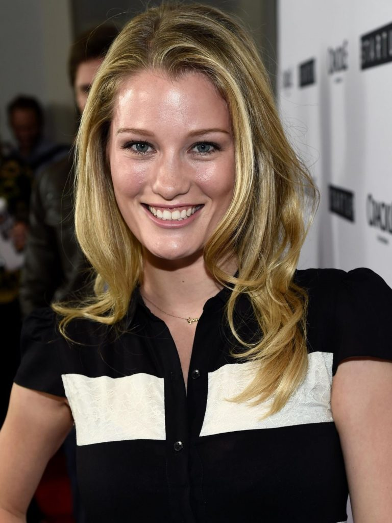 Ashley Hinshaw Pics, Net Worth, Movies, Private Life And TV Shows 8