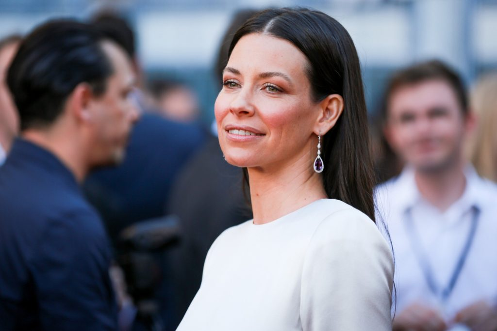 Evangeline Lilly Pics, Net Worth, Movie And TV Roles, Private Life 6