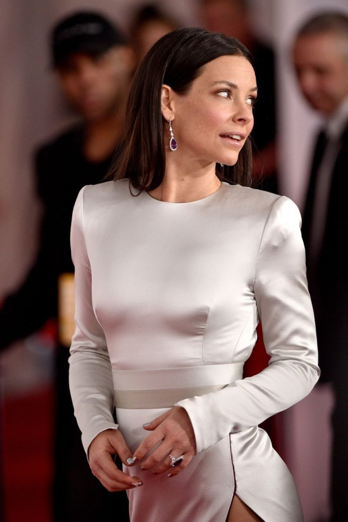Evangeline Lilly Pics, Net Worth, Movie And TV Roles, Private Life 17
