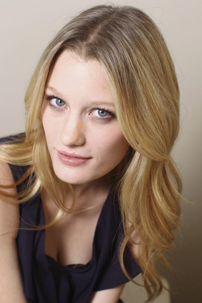 Ashley Hinshaw Pics, Net Worth, Movies, Private Life And TV Shows 9