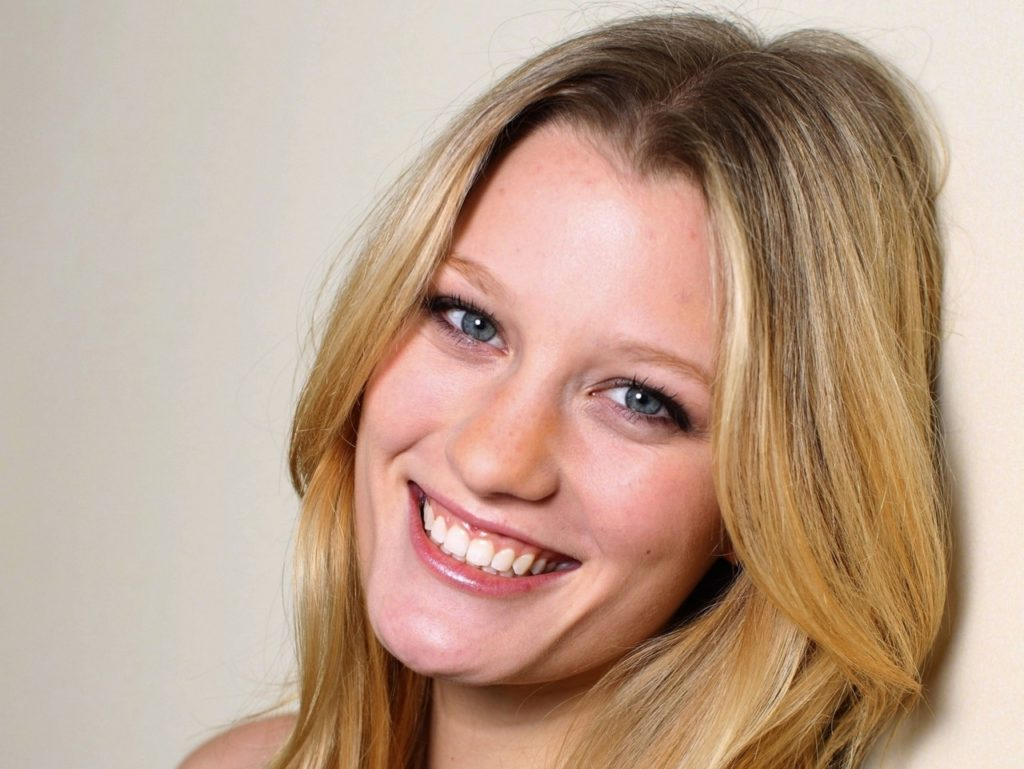 Ashley Hinshaw Pics, Net Worth, Movies, Private Life And TV Shows 6