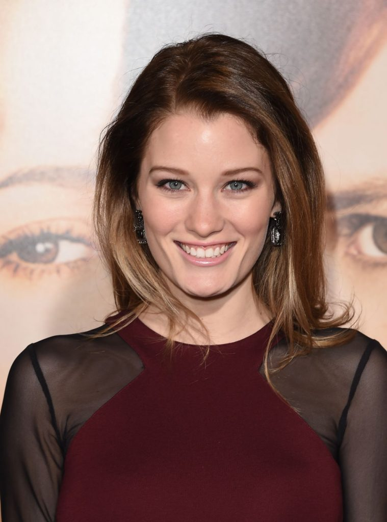 Ashley Hinshaw Pics, Net Worth, Movies, Private Life And TV Shows 14