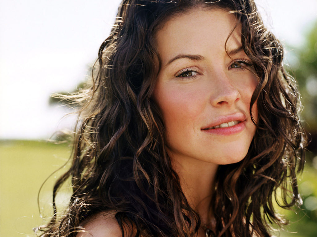 Evangeline Lilly Pics, Net Worth, Movie And TV Roles, Private Life 5