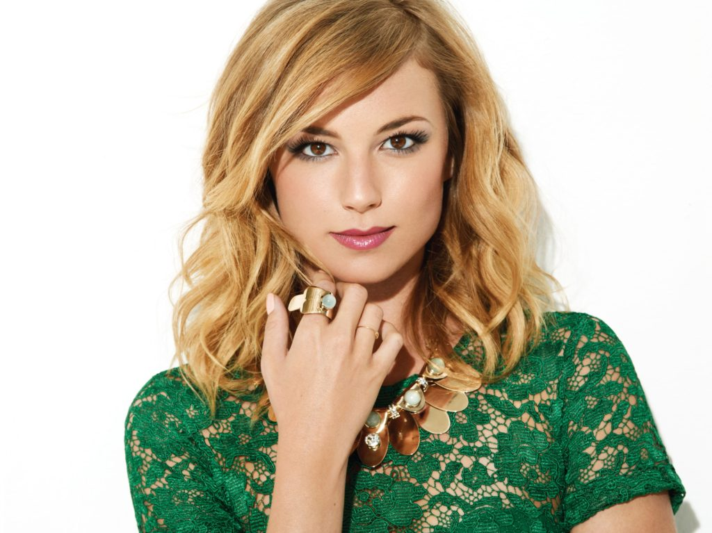 Emily VanCamp Net Worth, Pics, Private Life, TV Shows And Movies 14