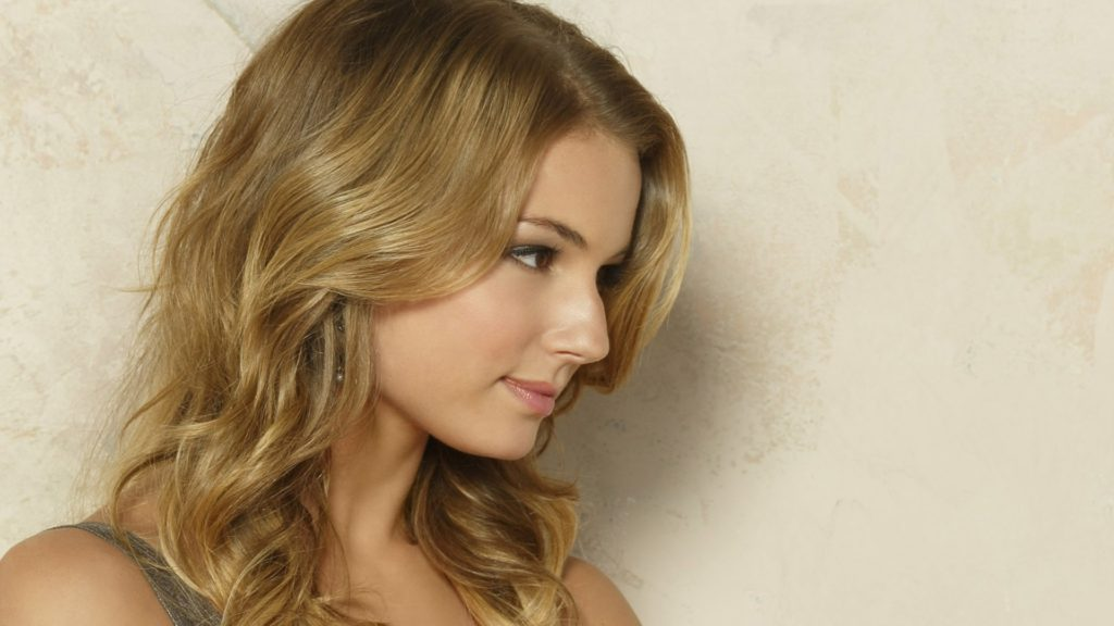 Emily VanCamp Net Worth, Pics, Private Life, TV Shows And Movies 15