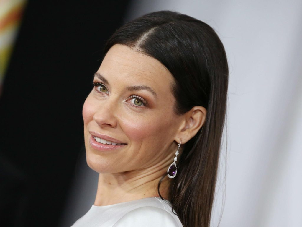 Evangeline Lilly Pics, Net Worth, Movie And TV Roles, Private Life 15