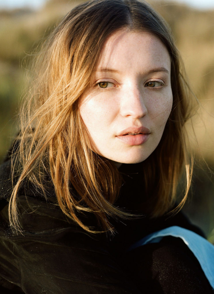 Emily Browning Net Worth, Pics, TV Shows, Movies And Biography 10