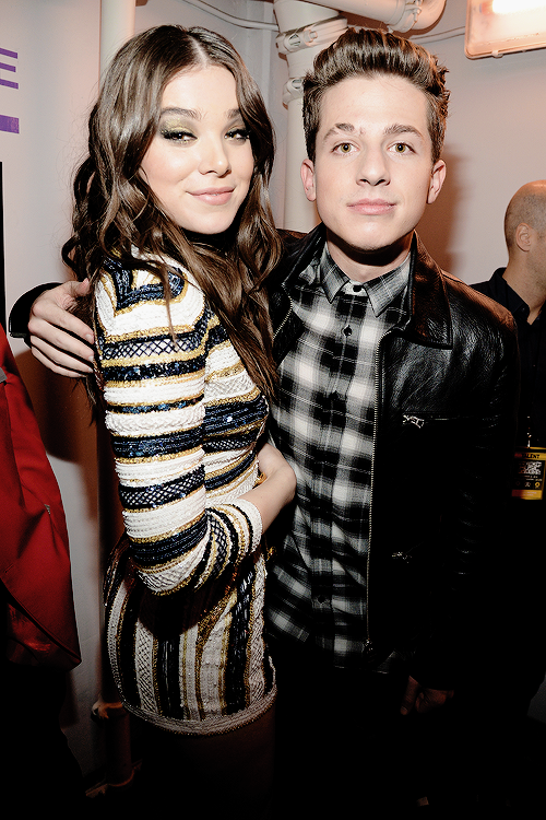 Hailee-Steinfeld-and-Charlie-Puth